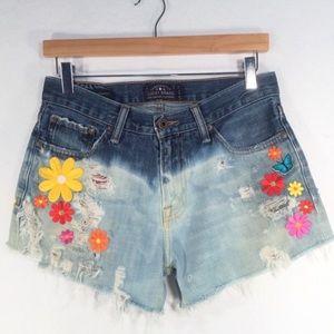 LUCKY BRAND   Ombré Cut Off Shorts Patch Detail-30